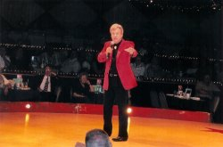 Bob entertains a sold out house
